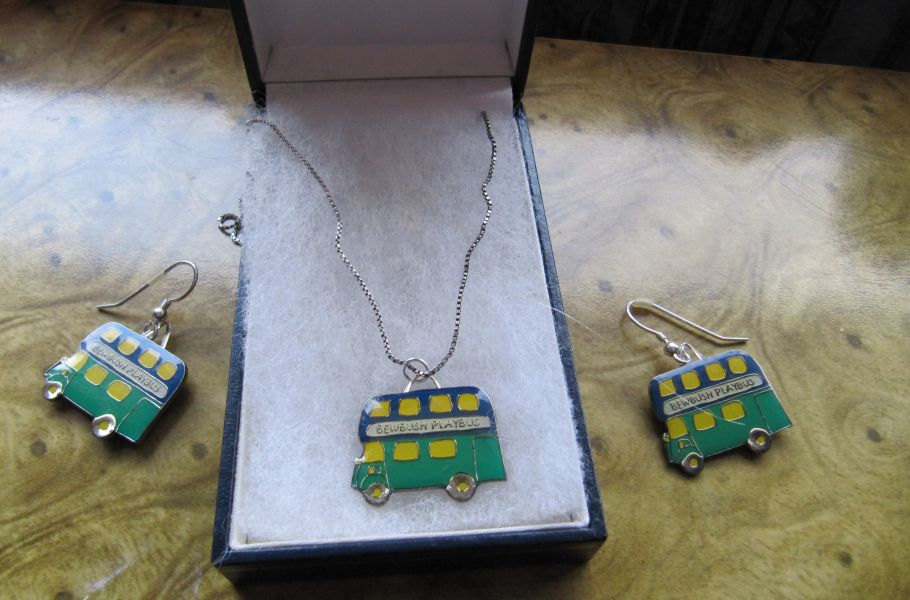 Bus ear-rings and necklace